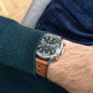 Chillin' on a soft sofa with a soft strap... 😏  #arain#arainwatche#araintype20#type20#wathfam #watchnerd #instadaily #watchaddicts #watchofinstagram #watchlovers #watchband #wristshot #montre #orologio #uhr #reloj #cetehor#militarywatches#frencharmy#frenchwatch#lugs_shop#watchstrap #watchband#braceletcuir#braceletdemontre